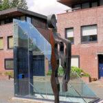 (24) Cor van Gulik, Persona, 1990, gelast ijzer, 80 x 80 x 300 cm