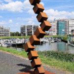 (29) Erik van Spronsen, Kubuszuil, 2014, staal, 286 x 115 x 42 cm