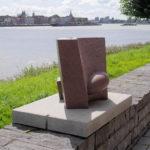 (18) Jan Timmer Contrapunt, 2002, graniet, 66 x 66 x 65 cm