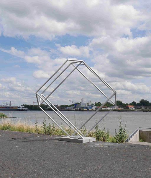 (4) Henk van Bennekum, Dancing square, 2010; gecoat staal; 250 x 250 x 100 cm