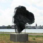 (5) Linda Verkaaik, Ecce Homo, 1997, brons, verzinkt staal, 200 x 70 x 200 cm