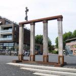 (25) Caius Spronken, Engel op zuilengalarij, 2010, hout, cortenstaal, brons, bladgoud, 400 x 200 x 500 cm