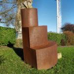 (5) Gjalt Blaauw, Zonder titel, 1984, ijzer, hardsteen, 250 x 150 x 125 cm