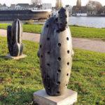 (4) Joop Haring, Zonder titel, 2000, brons, 85 x 35 x 25 cm, Bishop, 2002, brons, 110 x 40 x 40 cm