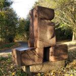 (12) Leo de Vries, Torso, 1993, graniet, 90 x 250 x 300 cm