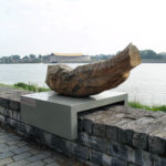 (19) Maria Glandorf, Waves wash over it (T.S. Eliot), 1995, Deens eikenhout, 170 x 60 x 70 cm