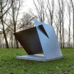 (38) Marus van der Made, Twee vierkanten, 1986, staal, 2 platen van 200 x 200 x 1,5 cm elk